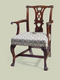 AN IRISH GEORGE III MAHOGANY O