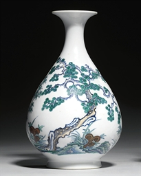 A DOUCAI PEAR-SHAPED VASE, YUH