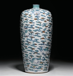 A LARGE DOUCAI VASE, MEIPING