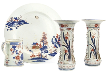 A PAIR OF JAPANESE IMARI TRUMP