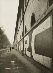 Le Mur de l'École Militaire, 1