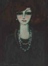 Femme avec le collier