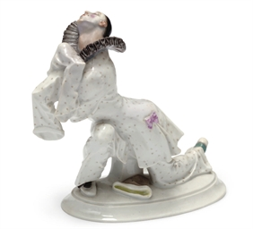 A MEISSEN FIGURE OF PIERROT FR