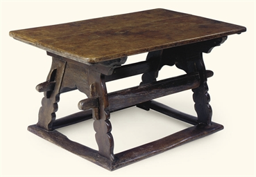 A GERMAN OAK CENTRE TABLE