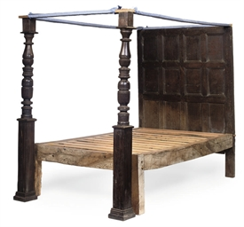 AN ENGLISH OAK BEDSTEAD