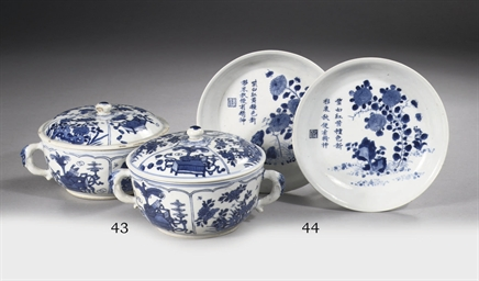 A pair of blue and white ecuel