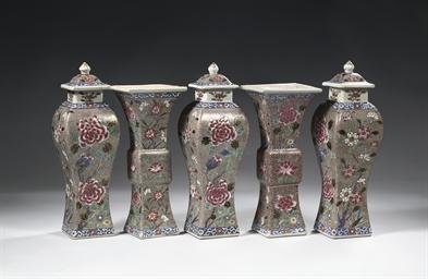 A famille rose five-piece garn