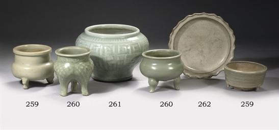 A celadon glazed archaistic ja