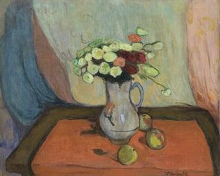 Vase de fleurs avec trois pomm