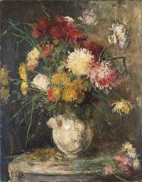 Jeté de dahlias et bouquet sur