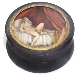 A Turkish snuff box