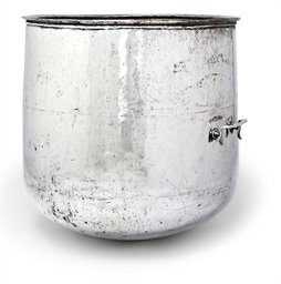 AN INDIAN MUGHAL SILVER BATH
