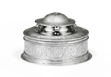 A SPANISH COLONIAL SILVER PYX