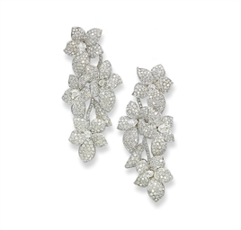 A PAIR OF DIAMOND 'FLOWER' EAR