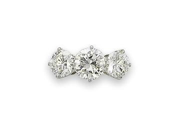 A THREE-STONE DIAMOND RING