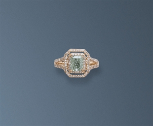 A RARE COLOURED DIAMOND RING