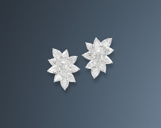 A PAIR OF FINE DIAMOND EAR CLI
