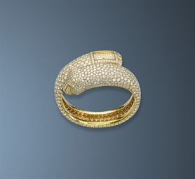 A LADY'S DIAMOND PANTHER WRIST