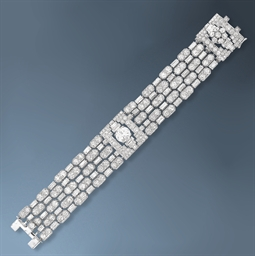 A VERY ELEGANT ART DECO DIAMON