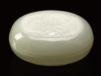 A WHITE JADE SMALL OVAL BOX AN