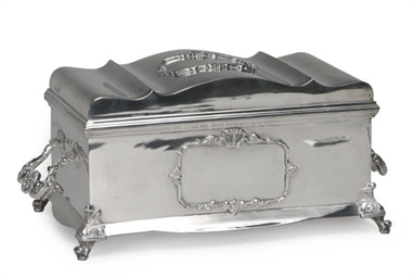 A GEORGE V SILVER CASKET WITH