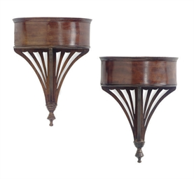 A PAIR OF MAHOGANY WALL BRACKE