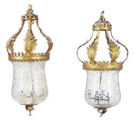 A PAIR OF GILT-METAL MOUNTED E
