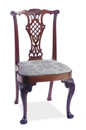 AN ENGLISH WALNUT SIDE CHAIR,