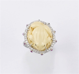 ANELLO IN CORALLO, BRILLANTI E