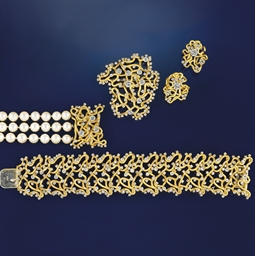 A suite of diamond set jewelle