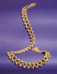 An 18ct. gold necklace by Van