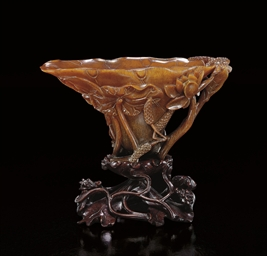 A FINELY CARVED 'LOTUS-LEAF' R