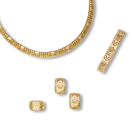 A SUITE OF GOLD AND DIAMOND 'P
