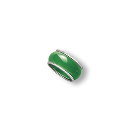 A JADEITE ABACUS SEED RING WIT