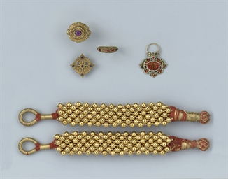 A COLLECTION OF INDIAN JEWELLE