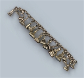 AN ANTIQUE GOLD SEAL BRACELET