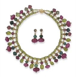 A GEM-SET NECKLACE AND MATCHIN