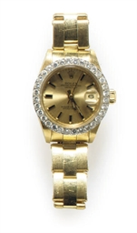 A DIAMOND AND 18K GOLD WATCH,
