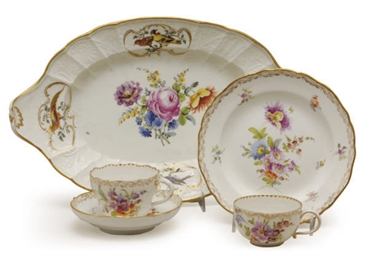 AN ASSEMBLED GERMAN PORCELAIN