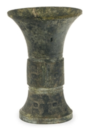 A CHINESE ARCHAIC BRONZE LARGE