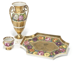A PARIS PORCELAIN GILT GROUND