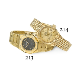 A LADY'S GOLD 'ROYAL OAK' WRIS