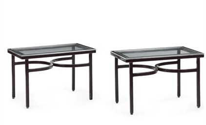 A pair of tables for the Touri