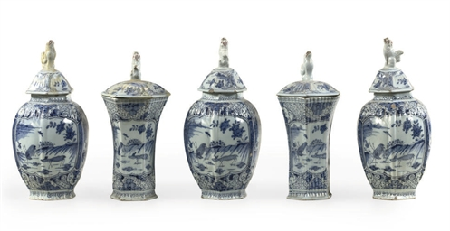 A FIVE PIECE DUTCH DELFT BLUE