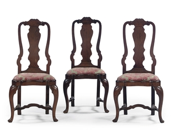 A SET OF THREE DUTCH ELM CHAIR
