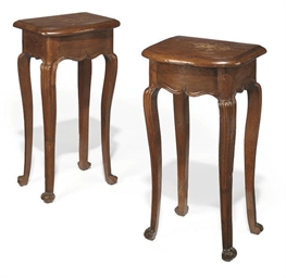 A PAIR OF OAK OCCASIONAL TABLES