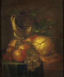 Fruits, crevettes et coupe sur