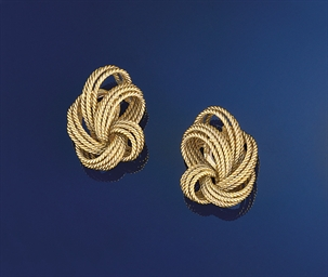 A pair of earclips, by Van Cle
