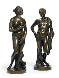 A PAIR OF BRONZE FIGURES OF TH