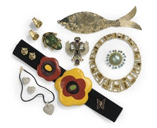 A LARGE GROUP OF COSTUME JEWEL